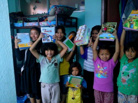 Children happy with New Books on new class !!