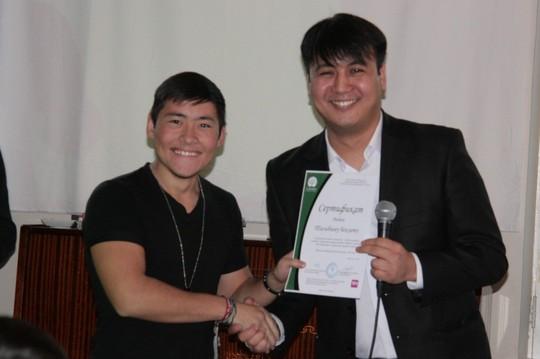 A happy volunteer receiving his certificate