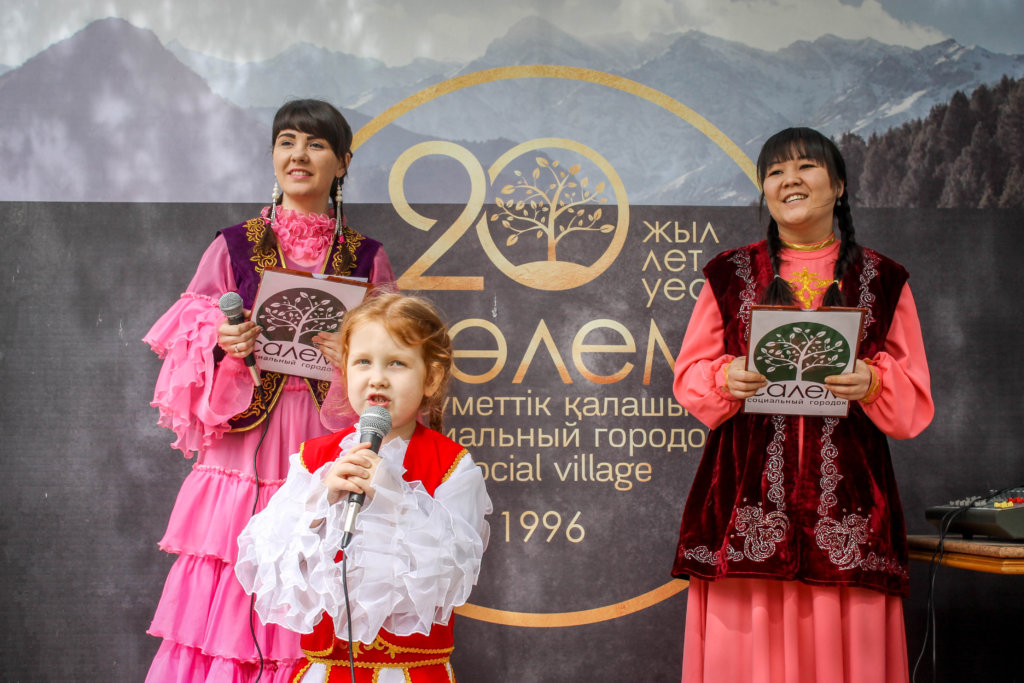 Traditional dress and songs for Kazakh New Year