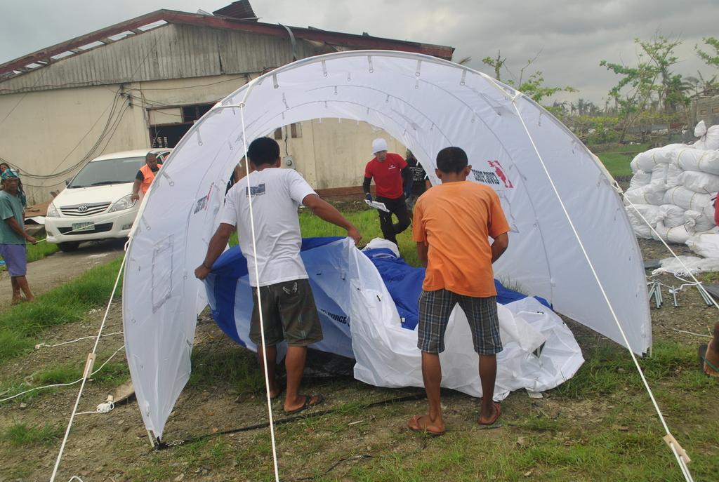 Tent setup demonstration in Tanauan, Leyte