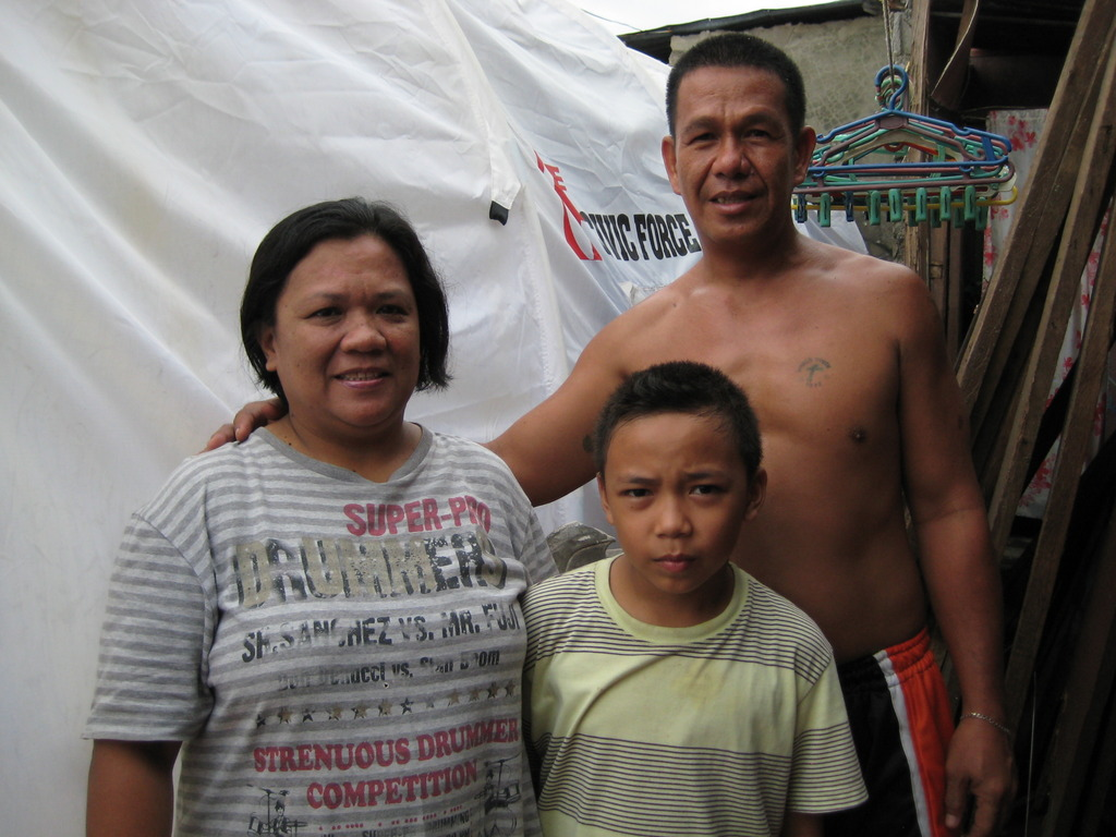 Family receives emergency tent in Tanauan, Leyte