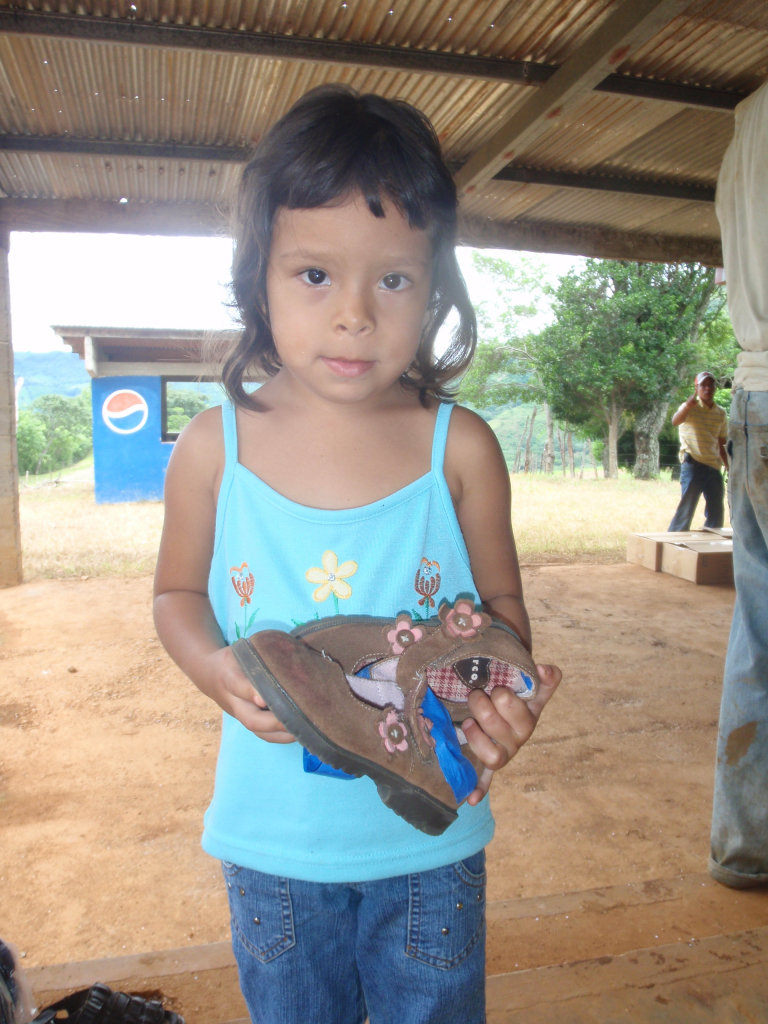 Distribute Donated Clothes & Goods in Rural Panama