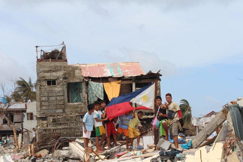 Solar radios/lights for Philippines Typhoon Haiyan