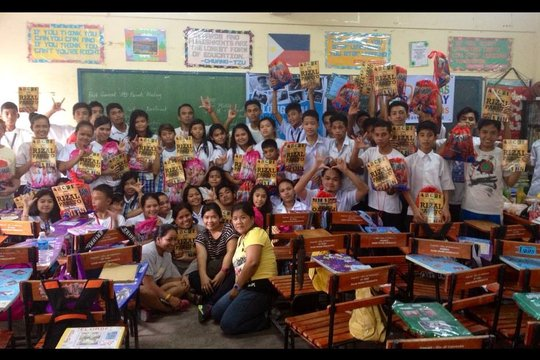 GlobalGiving away our books in Bagong Silang