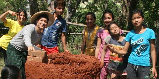 Saya Naw Zet and Shalat students earthen oven