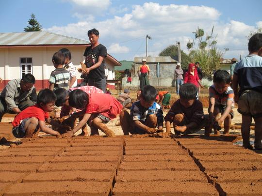 Making adobe bricks from mud and rice husk