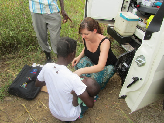 Under 5's vaccines from the back of the vehicle