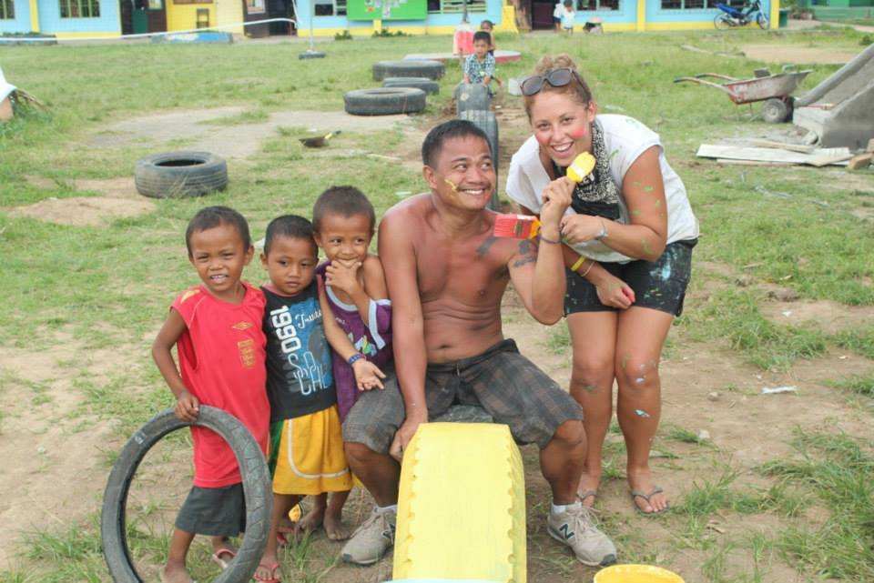 Nat, Rey and kids from San Agustin school