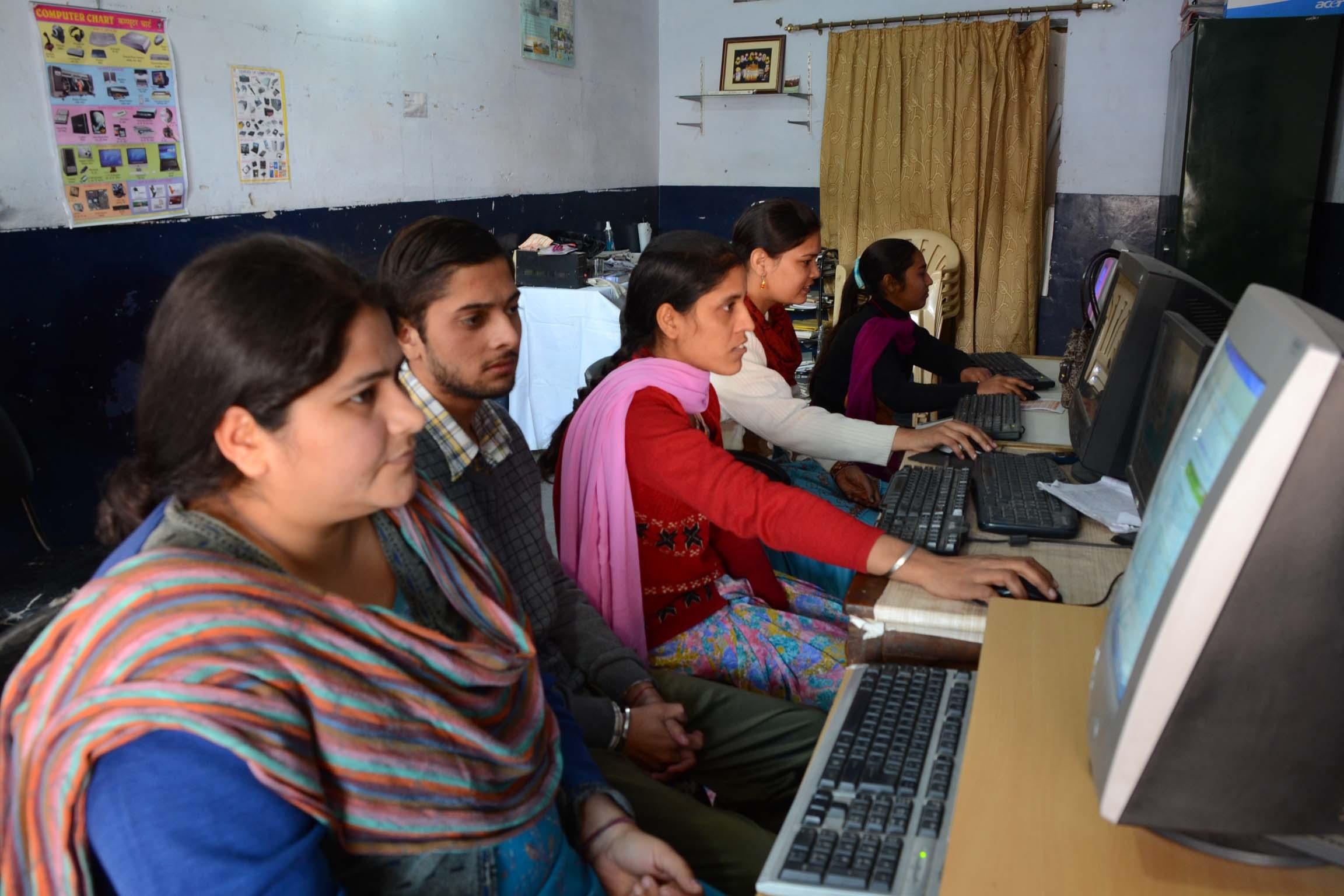 Sarkari Niyukti https://www.adb.org/careers/180134 Sarkari Niyukti - Government Jobs in India - सरकारी नियुक्ति | Image Courtesy - https://www.globalgiving.org/pfil/15712/pict_original.jpg