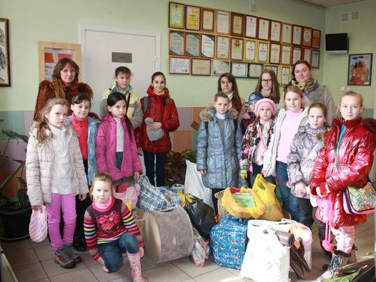Schoolchildren with gifts in the shelter's  lobby