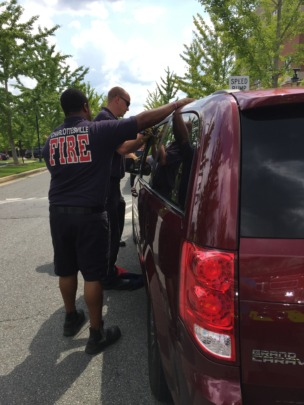 Firefighters rescuing swifts from locked car