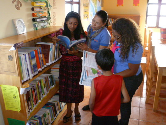 Girls in the library of Parramos (Guatemala)
