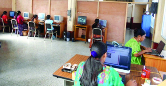 Women learning Technology in Chamelco