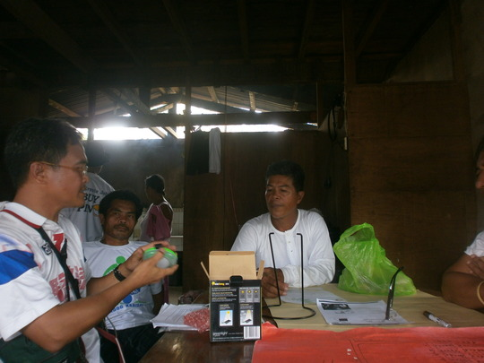 Engr. Rodel showing how to use the solar lamp