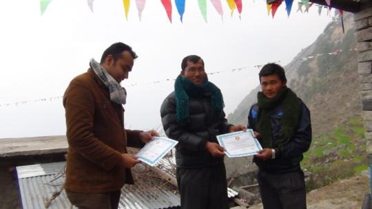 Handing out certificates to teachers in Keraunja