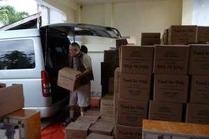 Loading meals for distribution in villages