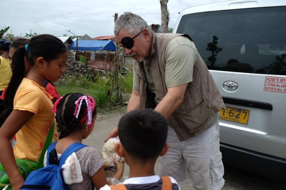 Jim Kushner delivering meals to typhoon victims