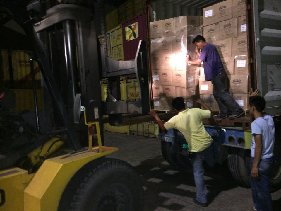 Off-loading meals from the shipping containers