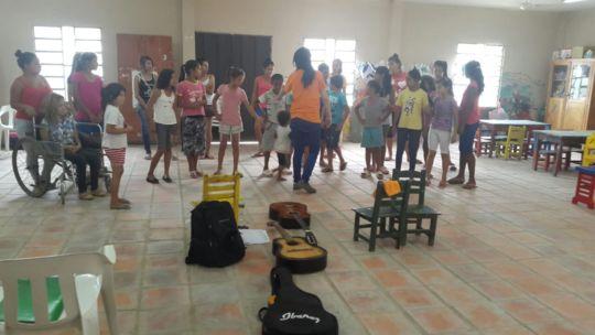 Boys and girls during an art class!