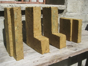 The clay/straw bricks straight out the moulds