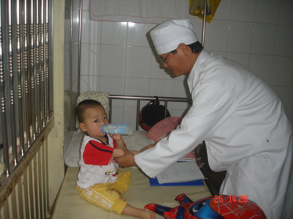 Provide Vietnamese Nurses with Medical Equipment