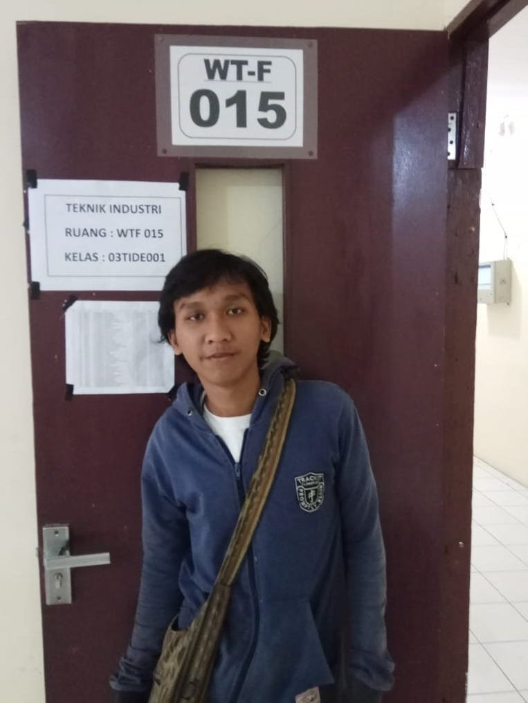 Ardi in front of his class