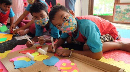 Helping decorate kindergarten class