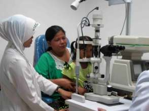 Both mother and daughter get eye exams