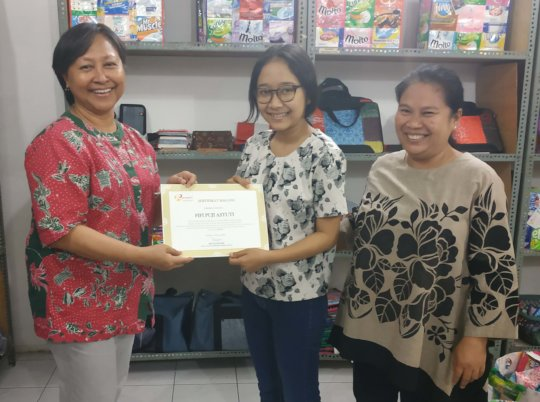 Fifi received a certificate for her internship