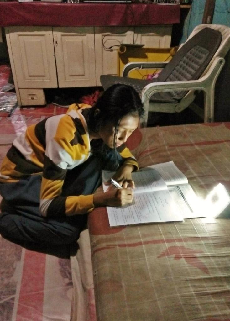 Maysaroh Studys Using Her Solar Lamp