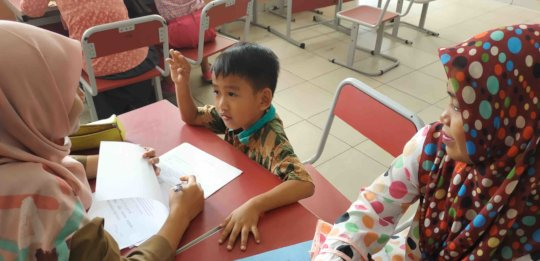 Nursahid of Grade 1 is taking a counting test