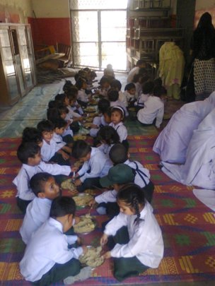 Meals for 1850 Young Students in Pakistan
