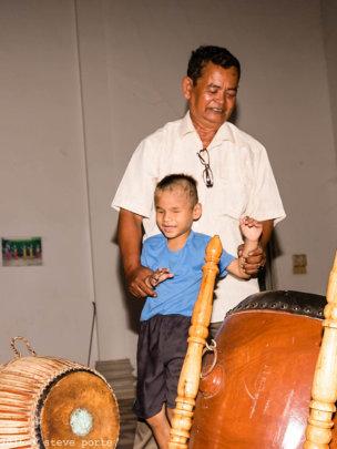 Loak Kru Bem teaching the Skor Thom