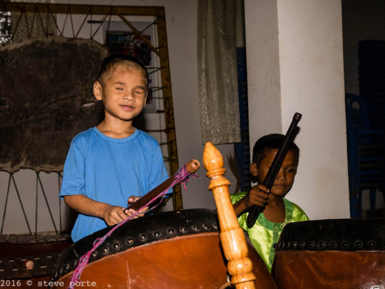 Learning to play the drums even when deaf & blind
