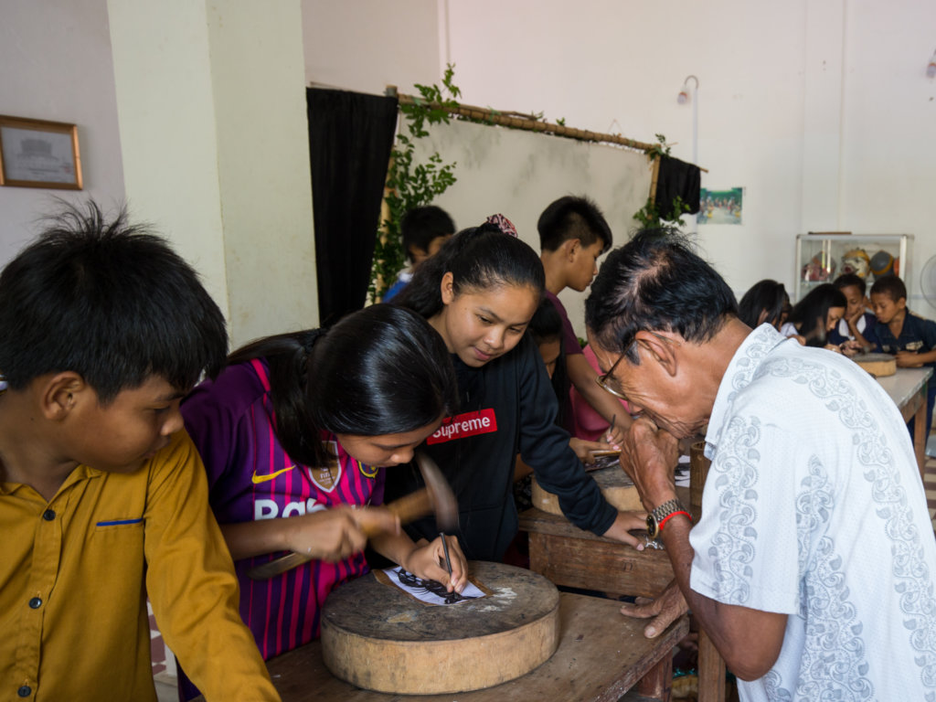 Puppet making workshop with Master Samoeun KCDI