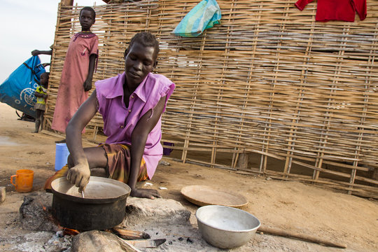 Cooking at Turalei IDP site