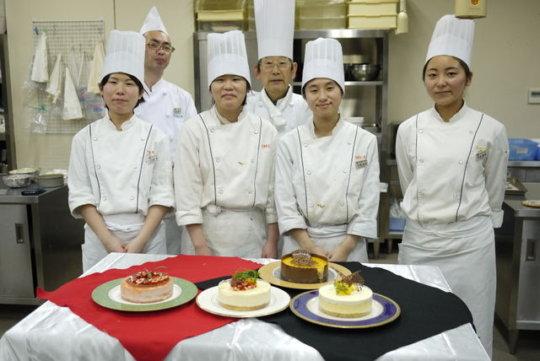 Ayaka and Ikumi in pastry class