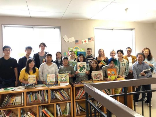 Exchange Students Visit Watanoha ES Taylor Bunko