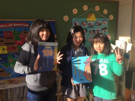 Mangokuura ES 5th Graders read books to 2nd Grade