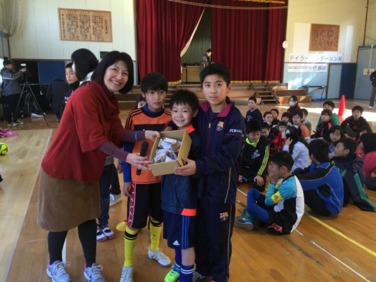 TAMF's Mihoko Terada awarding Endo-san's straps