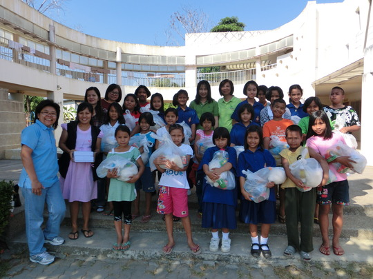 Lifepacks given to kids in Chalongkrung area