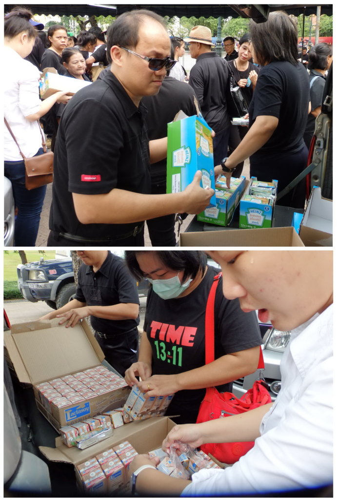 Foundation distribute snack and drinks to mourners