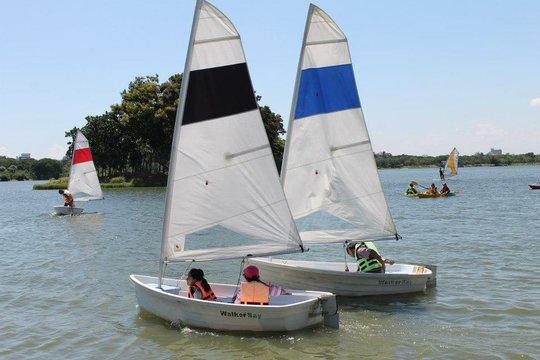 Sailing as teams building friendships