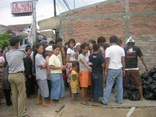 Help of food for 200 Jakarta families of flood cas