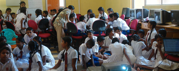 Students at an English camp at Horizon Lanka
