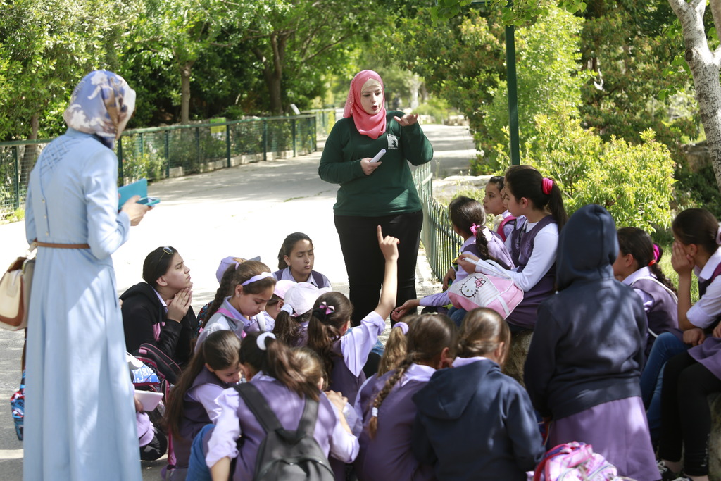 An Arabic-language school field trip