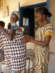 """A Book for Midwives"" in French for West Africa"