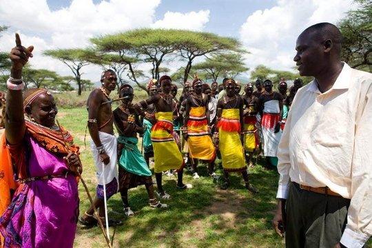 Titus and Samburu dancers