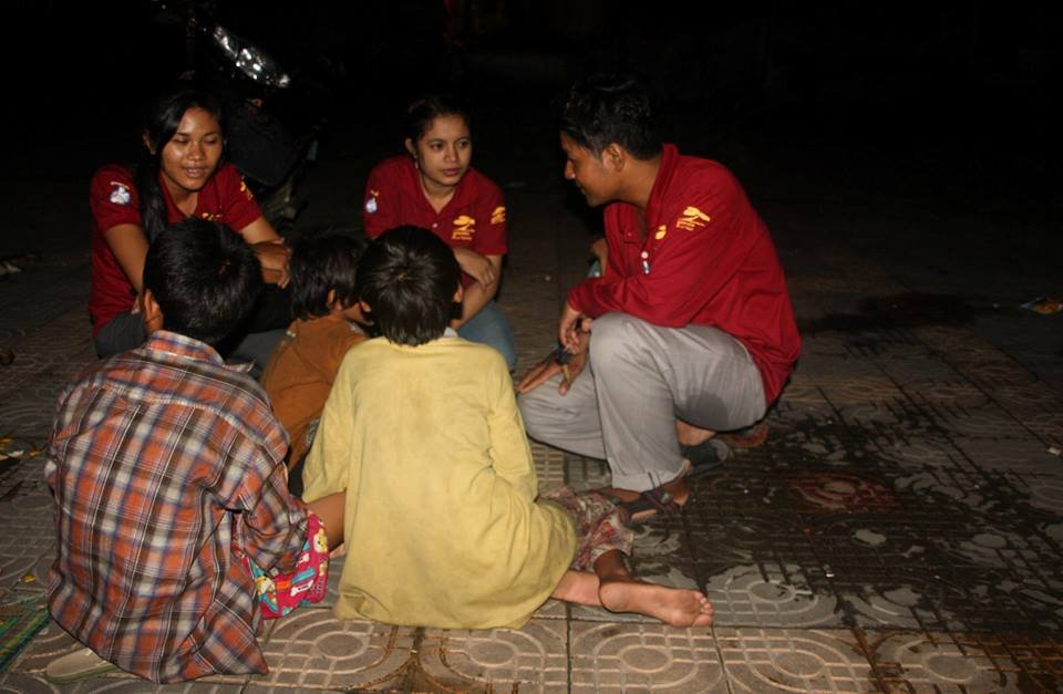 meeting new children on the streets