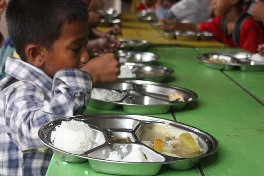 Hot lunches for Cambodia children